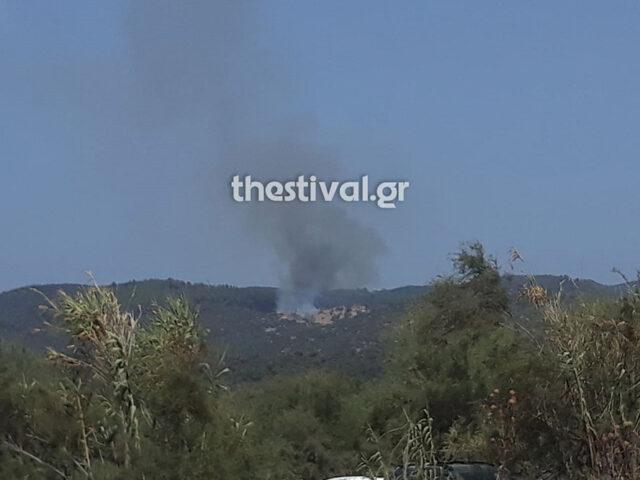 Φωτιά στην Τορώνη Χαλκιδικής – Εναέρια μέσα στη μάχη με τις φλόγες